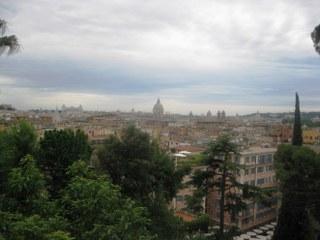 Rooma koko komeudessaan